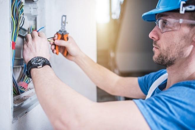 FP Oficial Técnico Instalaciones eléctricas y automáticas (Pruebas Libres) | Titulae